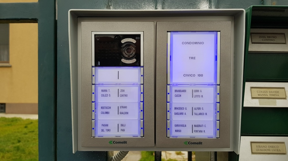 Impianto videocitofonico condominiale comelit cuggiono for Videocitofono condominiale