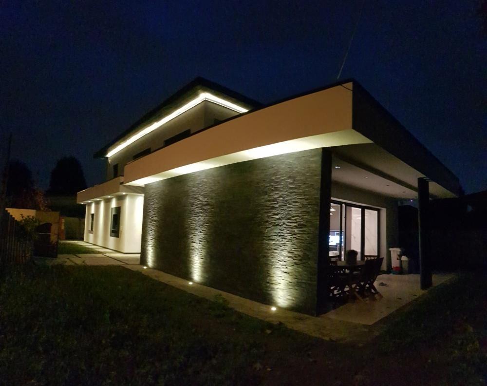 Impianto illuminazione esterna tecnologia led villa busto garolfo